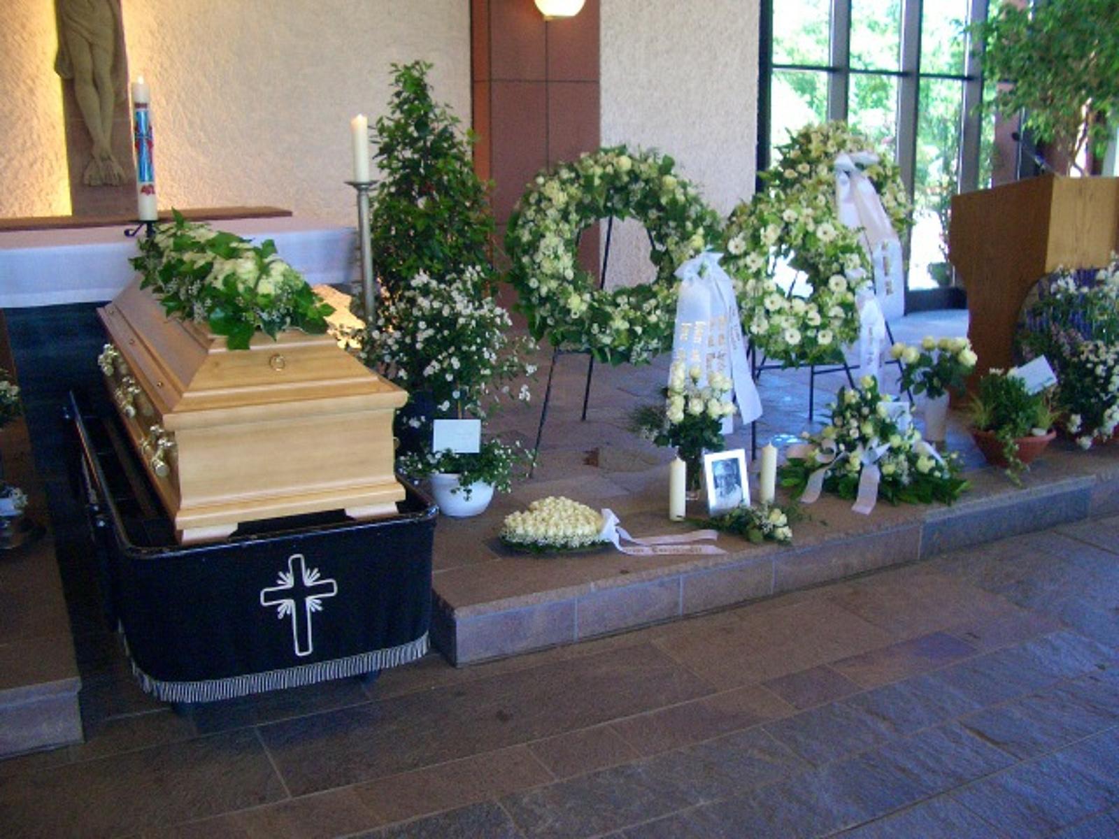 richtige blumen für beerdigung